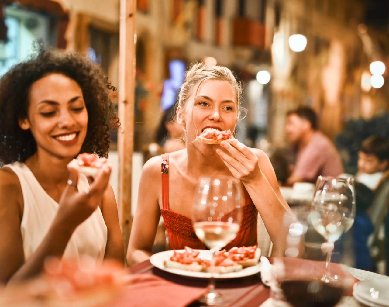 外食での節約方法について解説